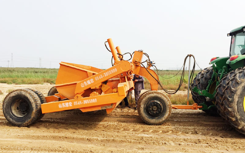 拖式-铲运机